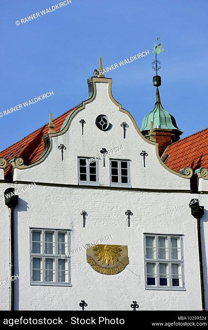 Europe, Germany, Schleswig-Holstein, Ahrensburg, Ahrensburg moated castle, front facade, built around 1595, late Renaissance, sundial on the facade