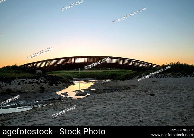 Holzbogenbrücke in der Jückermarsch auf Sylt
