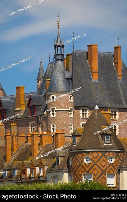 France, Loiret (45), Gien, old town and the castle of Gien