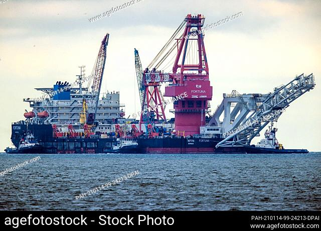 """14 January 2021, Mecklenburg-Western Pomerania, Wismar: Tugs pull the Russian pipe-laying vessel """"""""Fortuna"""""""" out of the harbour and into the Baltic Sea"""