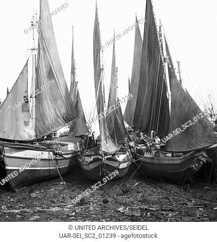 Schiffe im Hafen von Belém (Pará), Brasilien 1966. Ships at the harbor of Belém (Pará), Brazil 1966