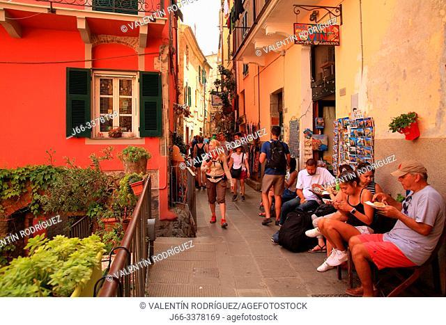 Street in Corniglia. Cinco Terre