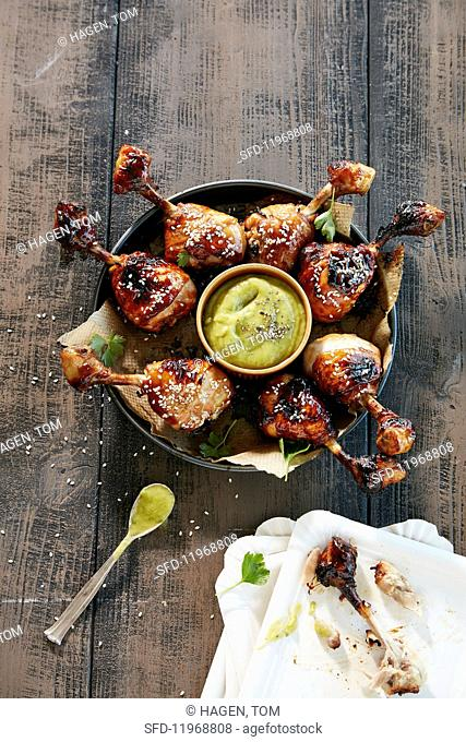 Barbecue chicken drumsticks with a dip