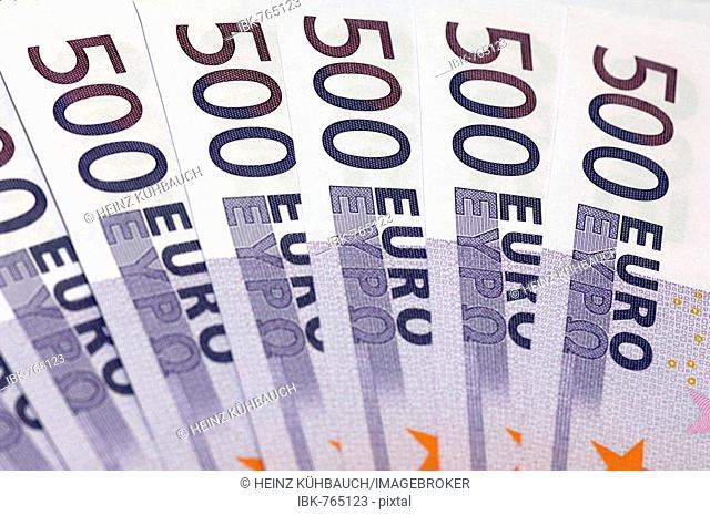 Many 500 Euro bills, fanned out
