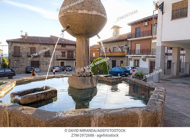El pilón en la Plaza de España. San Esteban del Valle. Barranco de las cinco villas. Valle del Tiétar. Provincia de Ávila, Castile-Leon, Spain
