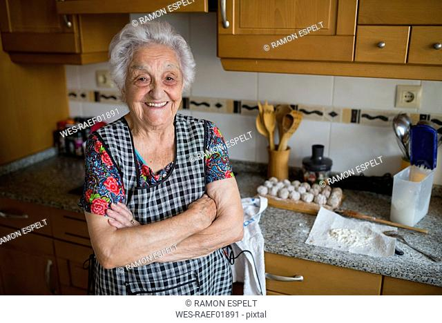 Portrait of happy senior woman in the kitchen