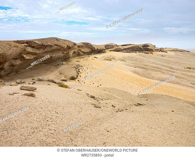 Namibia, Erongo, Namib - Naukluft Park, On the Vogelfederberg, overnight place, covered seating area by rock projections