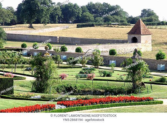 Jardins 'a la francaise' du chateau de Digoine, Palinges, Saone et Loire, Bourgogne, France