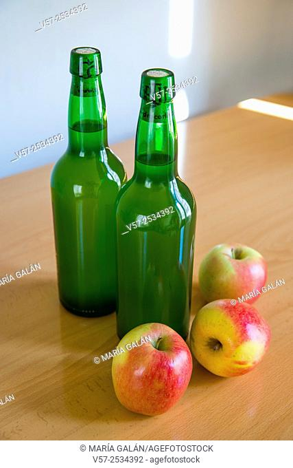 Two bottles of cider and three apples