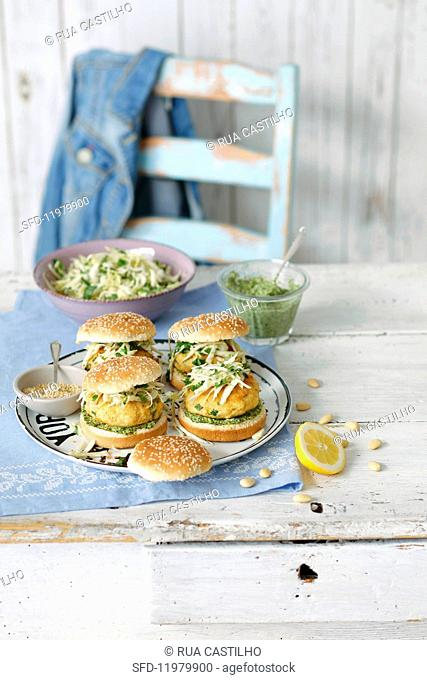 Fish burgers with coleslaw and a spinach dip