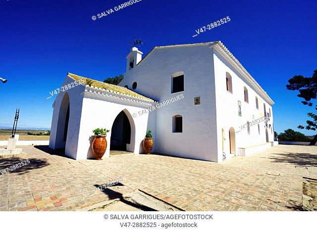 The Mountain of the Saints of Sueca (in Valencian the Muntanyeta dels Sants), hermitage whose origin dates from century XIV and that is dedicated to the saints...