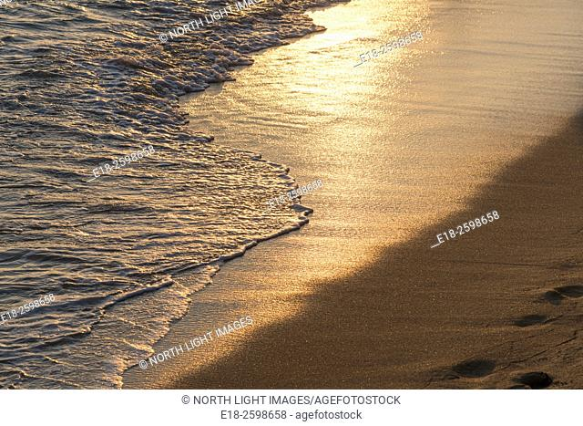 USA, Hawaii, Oahu, Honolulu. Waves gently lapping on Waikiki beach