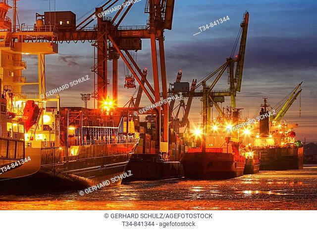Winter, Port of Hamburg, Germany