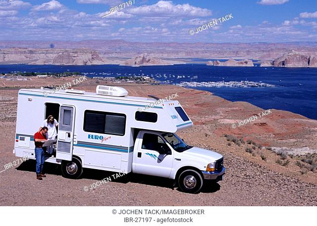 USA, United States of America, Arizona: Lake Powell .Traveliing in a Motorhome, RV, through the west of the US