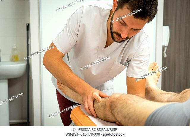 Reportage in an osteopathy practice in Héyrieux, France. Osteopathy session for a 73-year old man suffering from thoracic block causing strain between the...