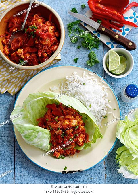 Tex-Mex chilli in lettuce leaves with rice