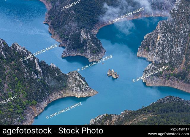 Canelles Reservoir, Montrebei gorge, Congost de Mont-rebei, Montsec Range, The Pre-Pyrenees, Lleida, Catalonia, Spain, Europe