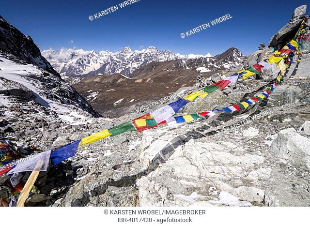 Prayer flags at the Cho La Pass in front of mountains, Khumbu, Solukhumbu District, Everest Region, Nepal