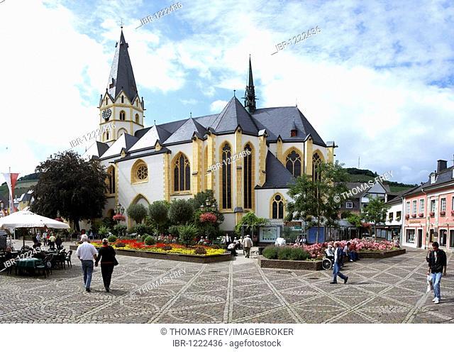 The parish church of St. Lawrence on the marketplace of Ahrweiler, Rhineland-Palatinate, Germany, Europe