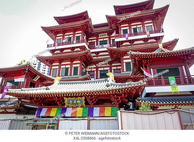 "The """"Buddha Tooth Relic Temple and Museum"""" in Chinatown, Singapore, Southeast Asia"