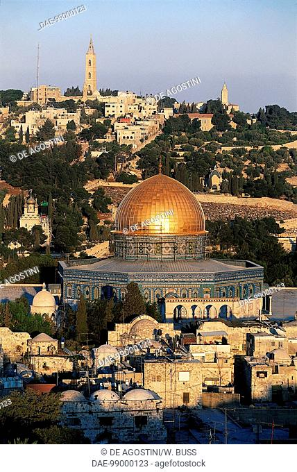 Dome of the Rock or Mosque of Omar, with the Mount of Olives in the background, Old City of Jerusalem (UNESCO World Heritage List, 1981)