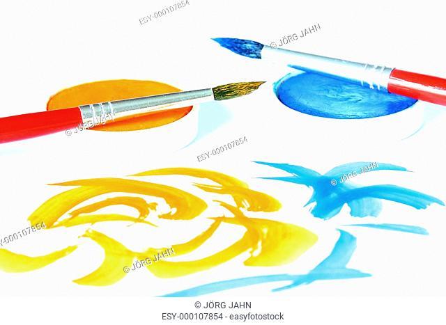 Malen mit Pinsel und Farbe