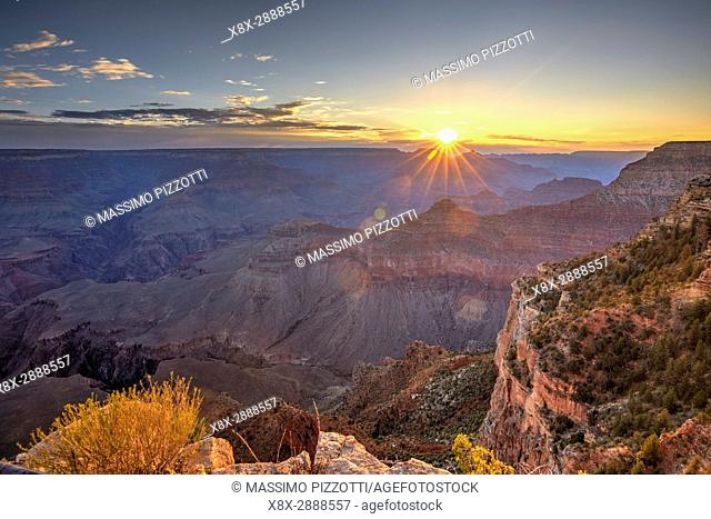 Sunrise over the Grand Canyon seen from Yavapai Point, South Rim, Arizona, United States