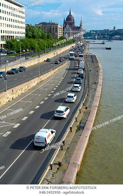 Traffic, Danube seaside street, with Parliament in background, Belvaros, central Budapest, Hungary, Europe