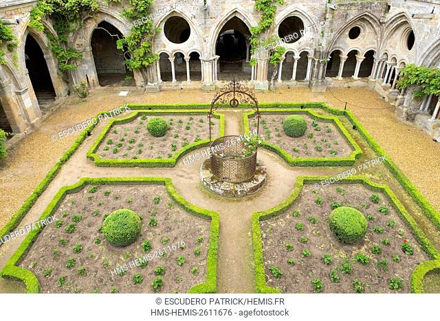 France, Aude, Pays Cathare, Narbonne, Sainte Marie de Fontfroide abbey, the cloister and the gardens of the cloister