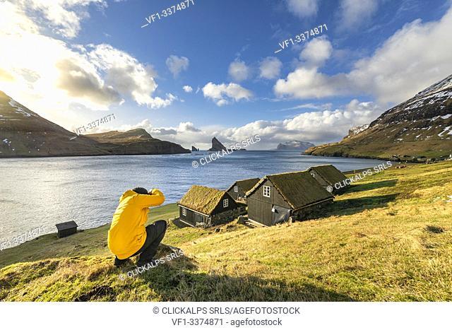 Bour village, Drangarnir and Tindhólmur Islet on background (Bour, Vagar Island, Faroe Islands, Denmark) (MR)