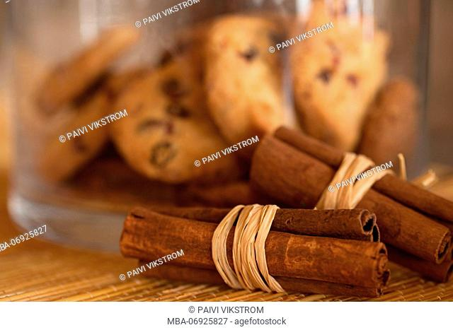 Cinnamon sticks and Biscuits