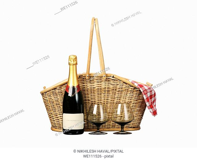 Traditional Picnic basket Champagne glasses