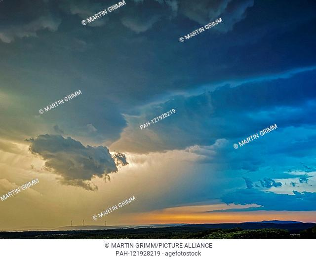approaching thunderstorm with heavy rain, hail and strong gusts of wind, Bavaria, Germany | usage worldwide. - /Bayern/Germany