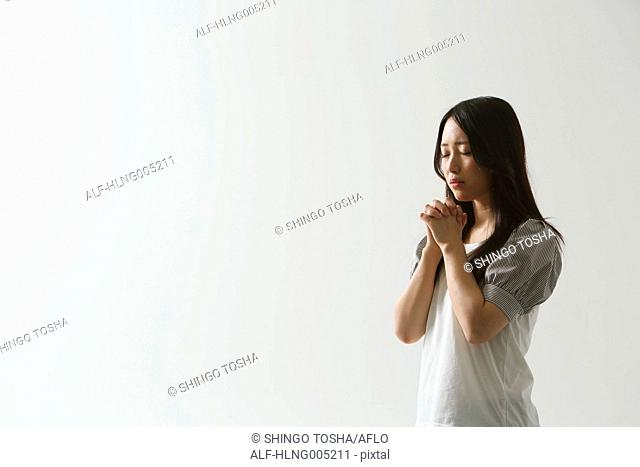 Japanese young woman praying