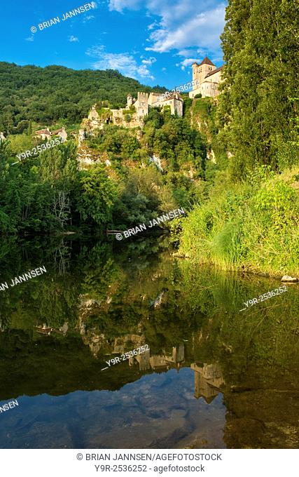 Early morning over River Lot and medieval town of Saint-Cirq-Lapopie, Midi-Pyrenees, France