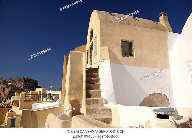 View to a traditional Cyclades house in Oia village, Santorini, Cyclades Islands, Greek Islands, Greece, Europe