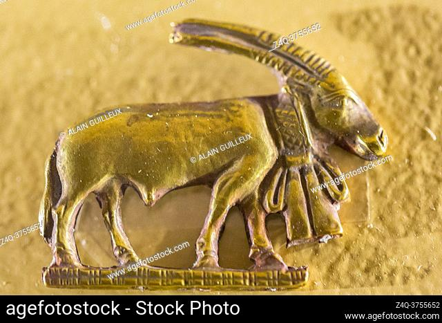 Egypt, Cairo, Egyptian Museum, gold amulet found in a tomb of Nag el Deir, first Dynasty : An oryx