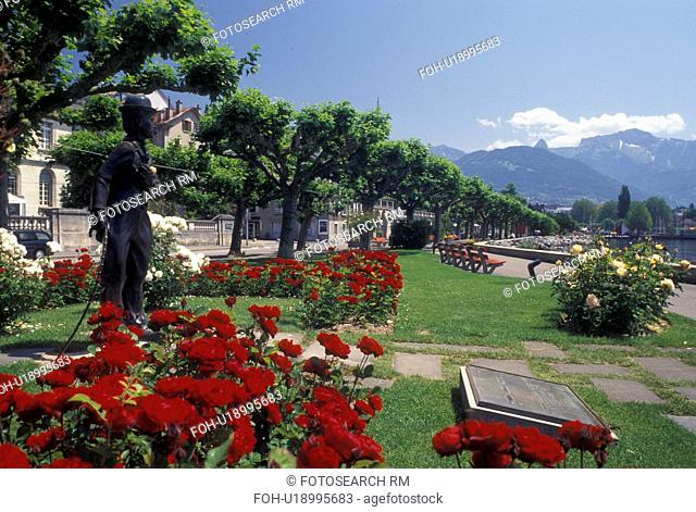 Vevey, Switzerland, Lake Geneva, Charlie Chaplin, Vaud, Statue of Charlie Chaplin holding a pink rose at the lakefront park along Lac Leman in Vevey in the...