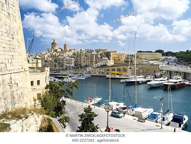 Senglea one of the Three Cities, view towards Vittoriosa. Europe, Southern Europe, Malta, April