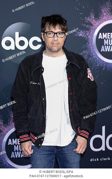 Rivers Cuomo attends the 2019 American Music Awards, AMAs, at Microsoft Theatre in Los Angeles, USA, on 25 November 2019. | usage worldwide