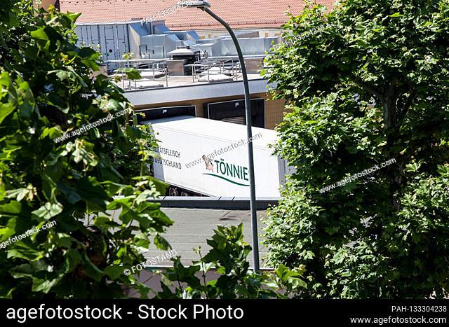 Bamberg, Germany June 23, 2020: Symbolic images - Coronavirus - 06/23/2020 Toennies trucks in the Schlaughshof Bamberg, at the loading ramp, | usage worldwide