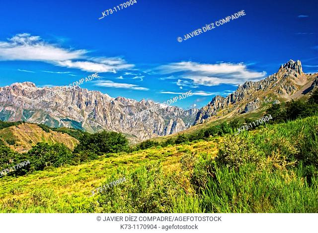 Torre del Friero (2445 m) and Western Massif. Picos de Europa National Park. Leon province. Castilla y Leon. Spain