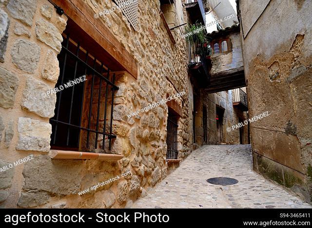 Alley with a rustic passage in Valderrobres, Matarraña, Teruel, Aragon, Spain