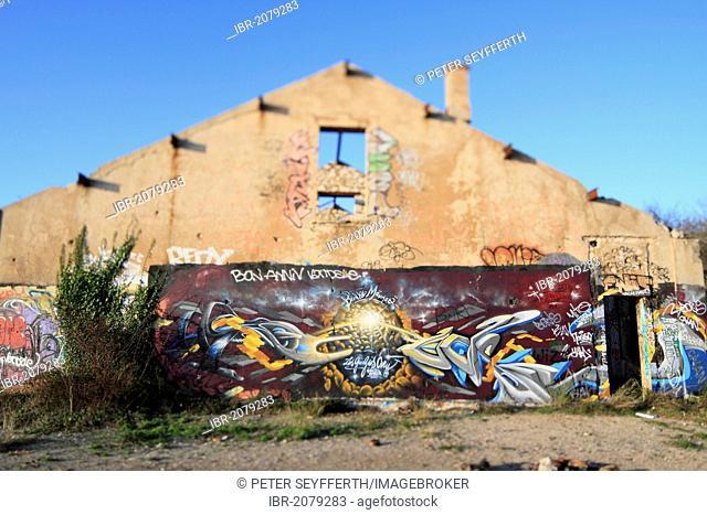 Graffiti, old barracks at the Tête du Chien above Monaco, Département Alpes Maritimes, Région Provence Alpes Côte d'Azur, France, Europe