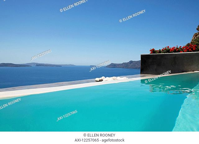 Infinity edge swimming pool Stock Photos and Images ...