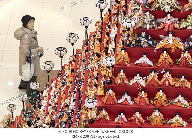 February 20, 2019, Saitama, Japan - A woman looks at a 7 meter in height doll pyramid at Elumi Kounosu Shopping Mall in Konosu city