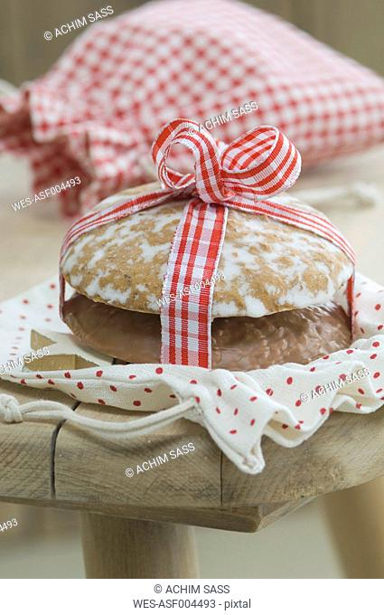 Lebkuchen and gingerbread with christmas sack, close up