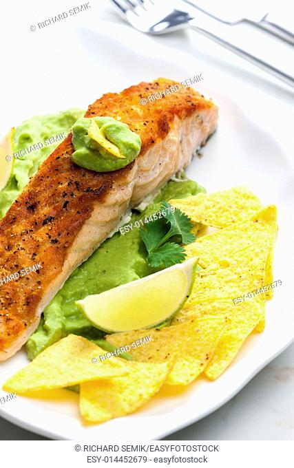 grilled salmon fillet with avocado sauce and nachos