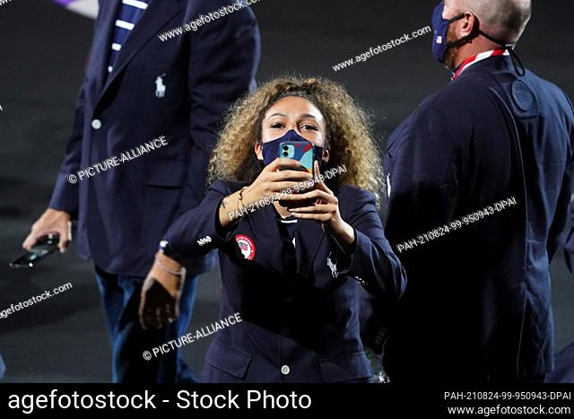 24 August 2021, Japan, Tokio: Paralympics: Opening Ceremony at the Olympic Stadium. The USA team arrives at the Olympic Stadium for the opening ceremony