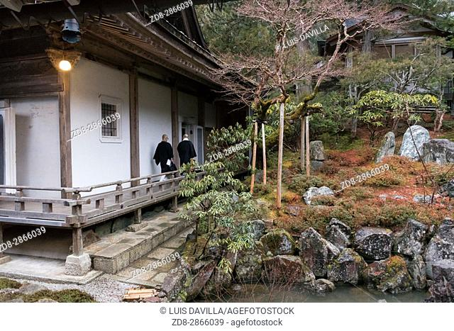 This traditional Buddhist Temple, or Shukubo in Japanese, is located near the Mount Koya cable car station. Rengejo-in has interesting temple architecture